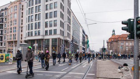 <pre>Duitsland legaliseert e-scooters, dit zijn de regels