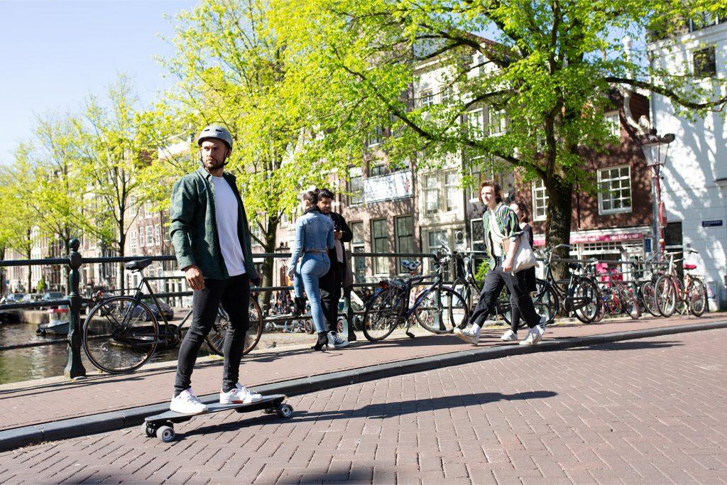 Waarom elektrische scooters, onewheels en elektrische skateboards legaliseren