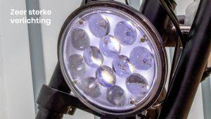 Ingebouwde felle koplamp en achterlicht welke je op het LCD display aan en uit kan zetten